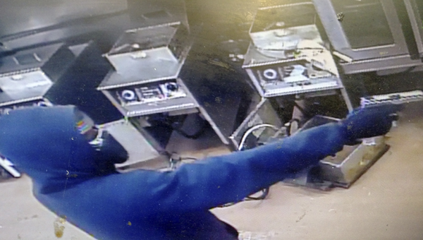 Police are seeking the identity of two suspects who robbed a restaurant Wednesday night.